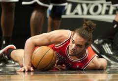 joakim noah chicago bulls leaves it all on the court