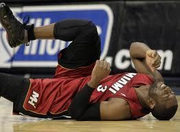 dwayne wade bruised knee
